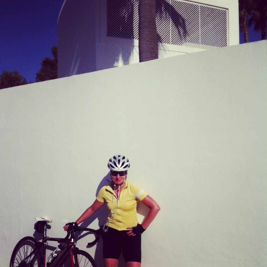 Kirsten back at the ranch after a solid 120k, bien trabajo chica!